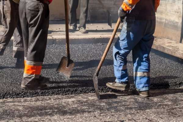 workers laying for asphalt driveway miami